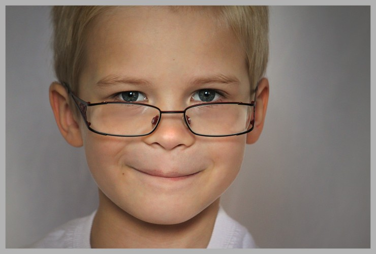 kid child eye exam glasses